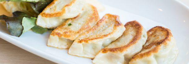 Pierogi au fromage dans une assiette
