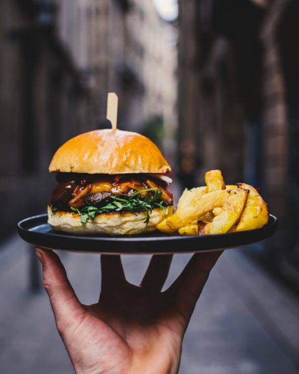 Comment faire un burger façon raclette ?